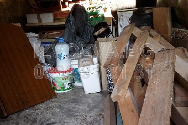 Почистване и изхвърляне на боклуци от таван
