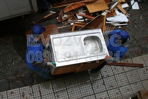 Изнася и извозва стари мебели в София